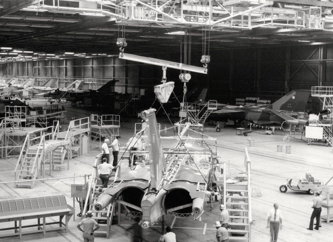 F-111C Production Line - Assy of A8-125 - Oct 72 - 01